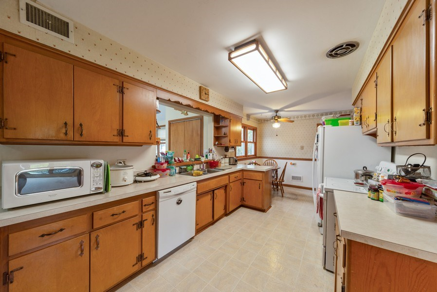Real Estate Photography - 1887 Fenton Lane, Park Ridge, IL, 60068 - Kitchen
