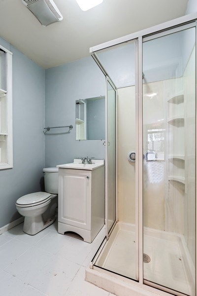 Real Estate Photography - 919 N. Ashland Ave, Chicago, IL, 60622 - Bathroom