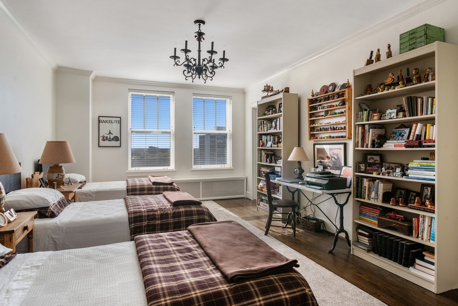 Real Estate Photography - 2440 Lakeview Ave, 12F, Chicago, IL, 60614 - 2nd Bedroom