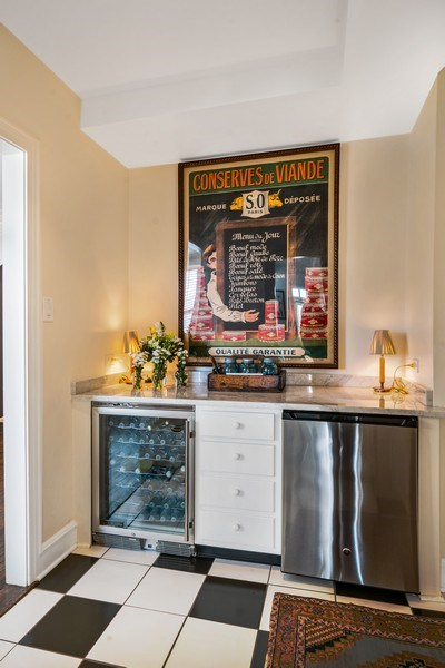 Real Estate Photography - 2440 Lakeview Ave, 12F, Chicago, IL, 60614 - Butler's pantry