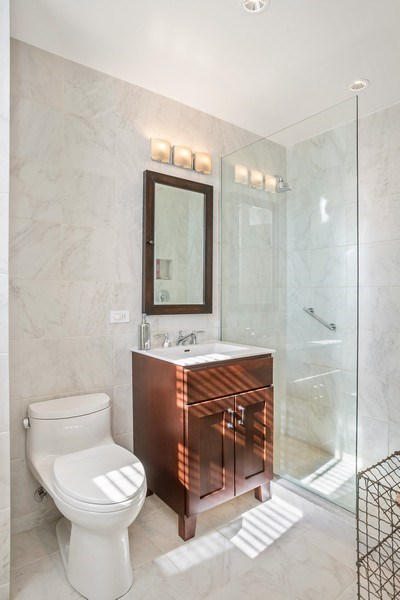 Real Estate Photography - 2440 Lakeview Ave, 12F, Chicago, IL, 60614 - Bathroom