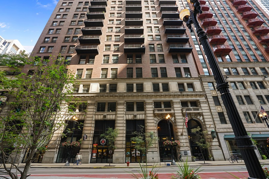 Real Estate Photography - 212 W.Washington, #1910, Chicago, IL, 60606 - Front View