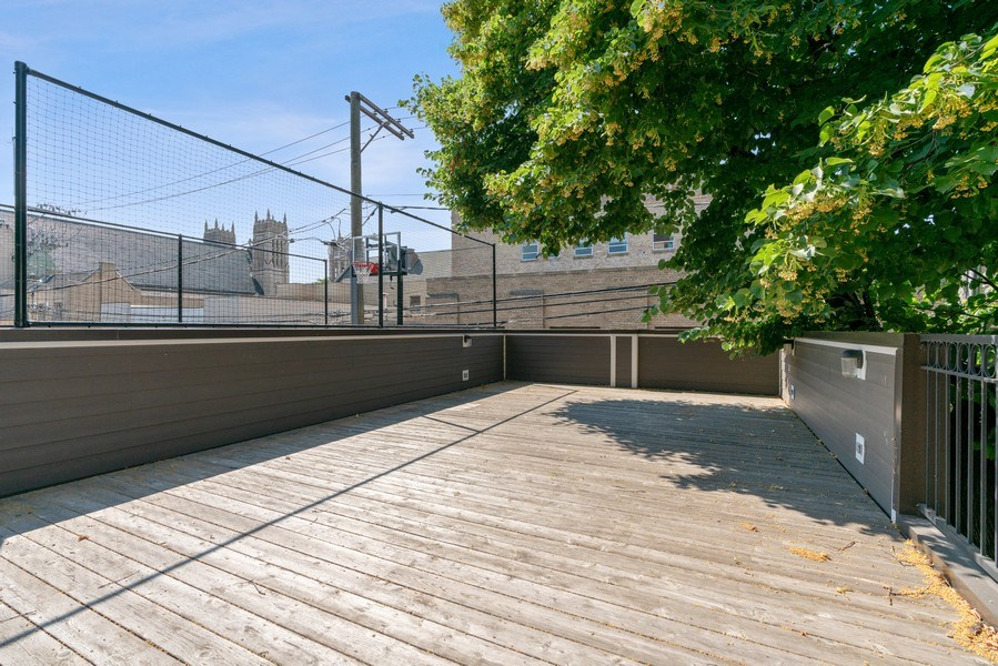 Real Estate Photography - 731 W. Melrose, #2, Chicago, IL, 60657 - Roof Deck