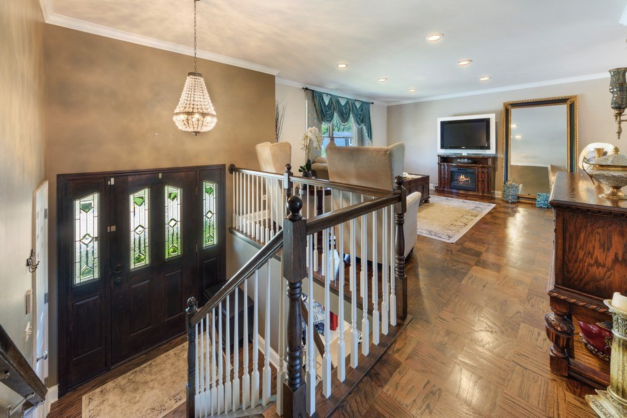 Real Estate Photography - 1800 Catalpa Ln, Mt Prospect, IL, 60056 - Foyer/Living Room