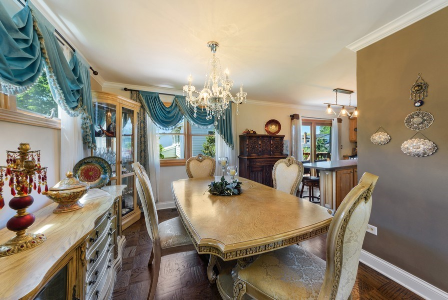 Real Estate Photography - 1800 Catalpa Ln, Mt Prospect, IL, 60056 - Dining Room