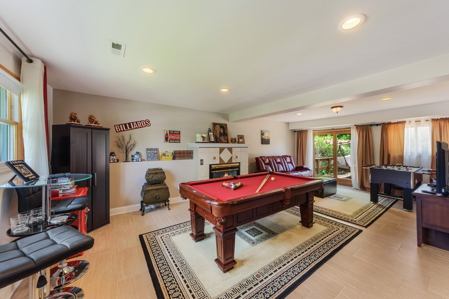 Real Estate Photography - 1800 Catalpa Ln, Mt Prospect, IL, 60056 - Family Room