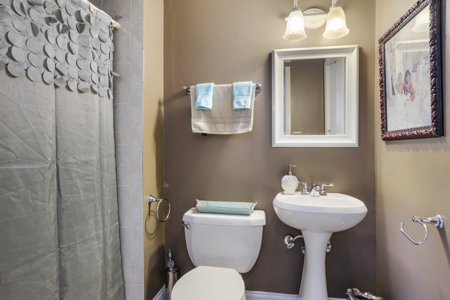 Real Estate Photography - 1800 Catalpa Ln, Mt Prospect, IL, 60056 - 2nd Bathroom