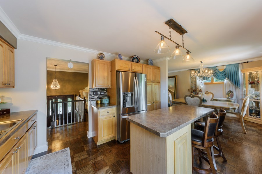 Real Estate Photography - 1800 Catalpa Ln, Mt Prospect, IL, 60056 - Kitchen / Dining Room