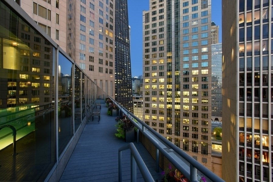 Real Estate Photography - 950 N Michigan Ave, 3605, Chicago, IL, 60611 - Pool Deck