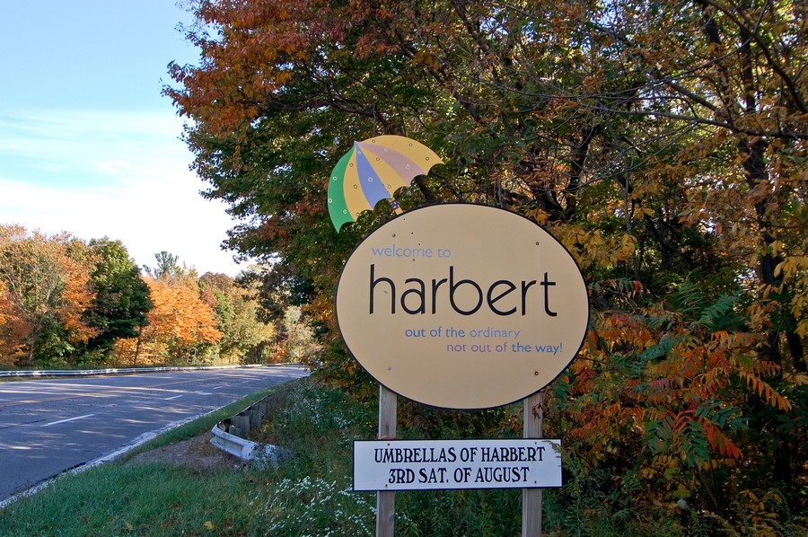 Real Estate Photography - 13892 Lakewood Drive, Harbert, MI, 49115 - Welcome to Harbert