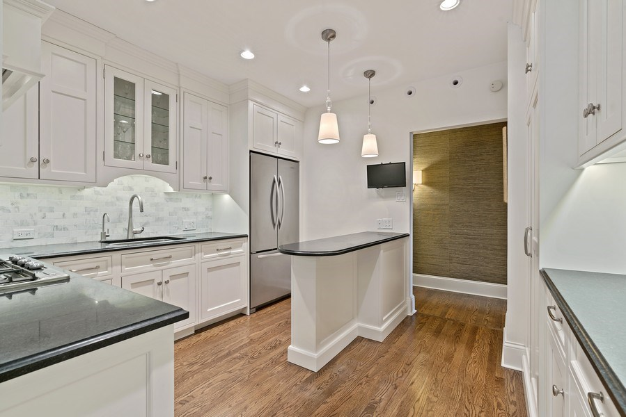 Real Estate Photography - 3530 N. Lake Shore, #8A, Chicago, IL, 60657 - Kitchen