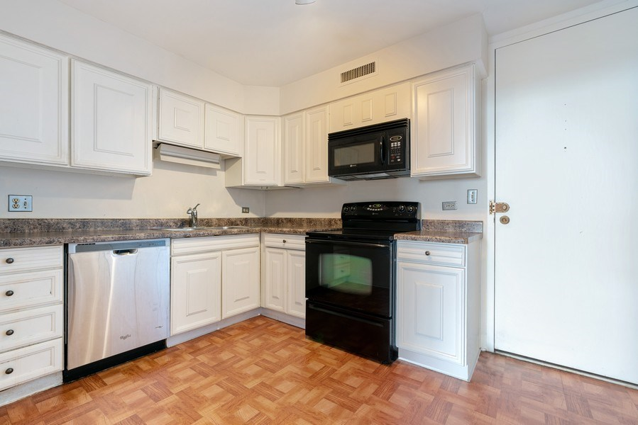 Real Estate Photography - 6007 N. Sheridan, #39C, Chicago, IL, 60660 - Kitchen
