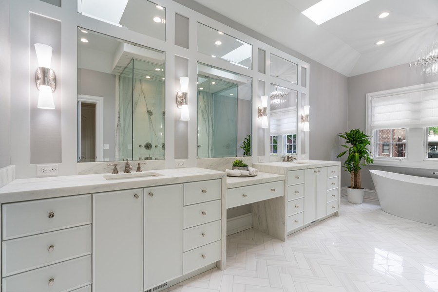 Real Estate Photography - 3754 N. Janssen, Chicago, IL, 60613 - Master Bathroom