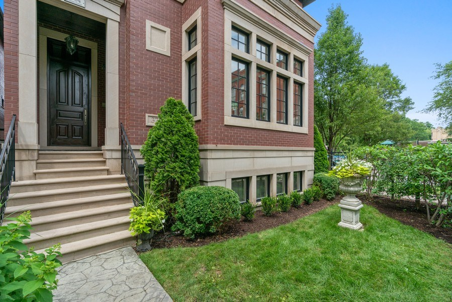 Real Estate Photography - 3754 N. Janssen, Chicago, IL, 60613 - Front Yard