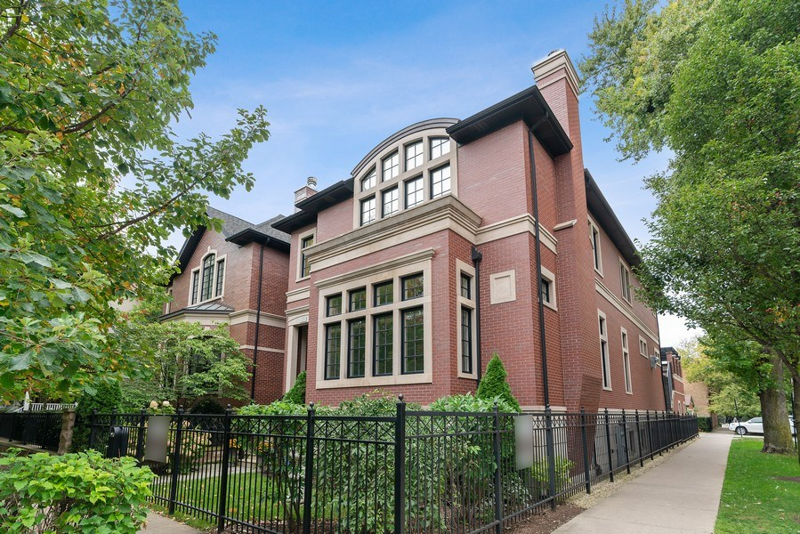 Real Estate Photography - 3754 N. Janssen, Chicago, IL, 60613 - Front View