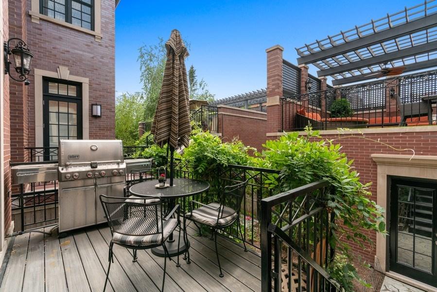 Real Estate Photography - 3754 N. Janssen, Chicago, IL, 60613 - Deck