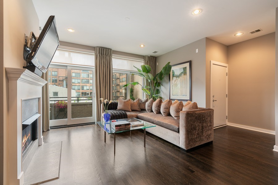 Real Estate Photography - 685 N. Peoria, #4S, Chicago, IL, 60642 - Living Room