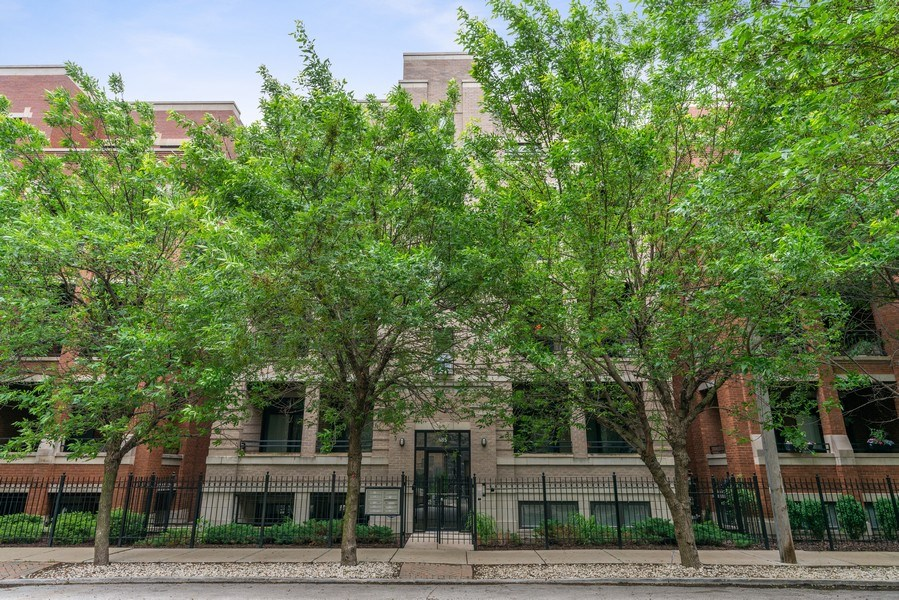 Real Estate Photography - 685 N. Peoria, #4S, Chicago, IL, 60642 - Front View
