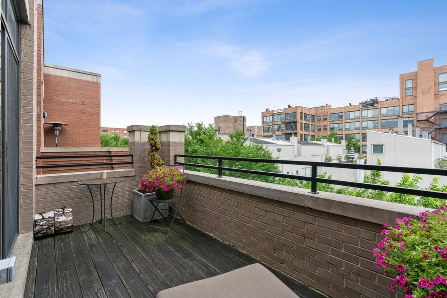 Real Estate Photography - 685 N. Peoria, #4S, Chicago, IL, 60642 - Deck