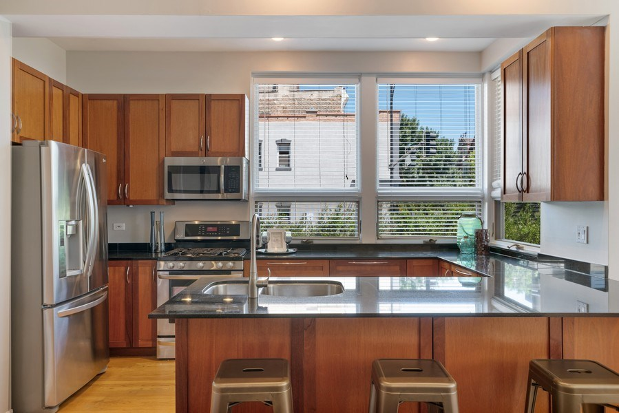 Real Estate Photography - 958 N. Wood, #A, Chicago, IL, 60622 - Kitchen