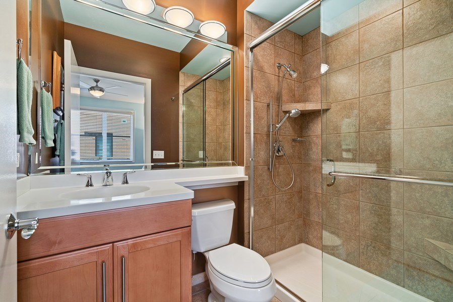 Real Estate Photography - 1117 W. Monroe St, #19, Chicago, IL, 60607 - 3rd Bathroom