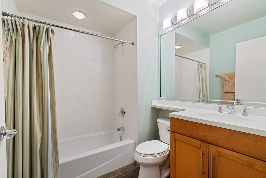 Real Estate Photography - 1117 W. Monroe St, #19, Chicago, IL, 60607 - 4th Bathroom