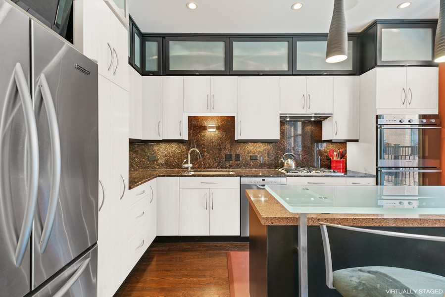 Real Estate Photography - 1117 W. Monroe St, #19, Chicago, IL, 60607 - Kitchen