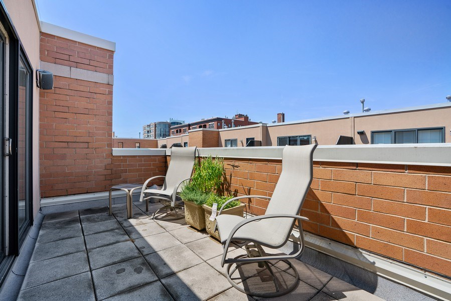 Real Estate Photography - 1117 W. Monroe St, #19, Chicago, IL, 60607 - Roof Deck
