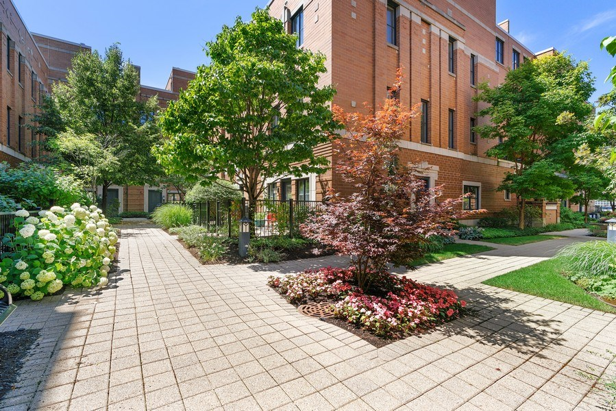 Real Estate Photography - 1117 W. Monroe St, #19, Chicago, IL, 60607 - Courtyard