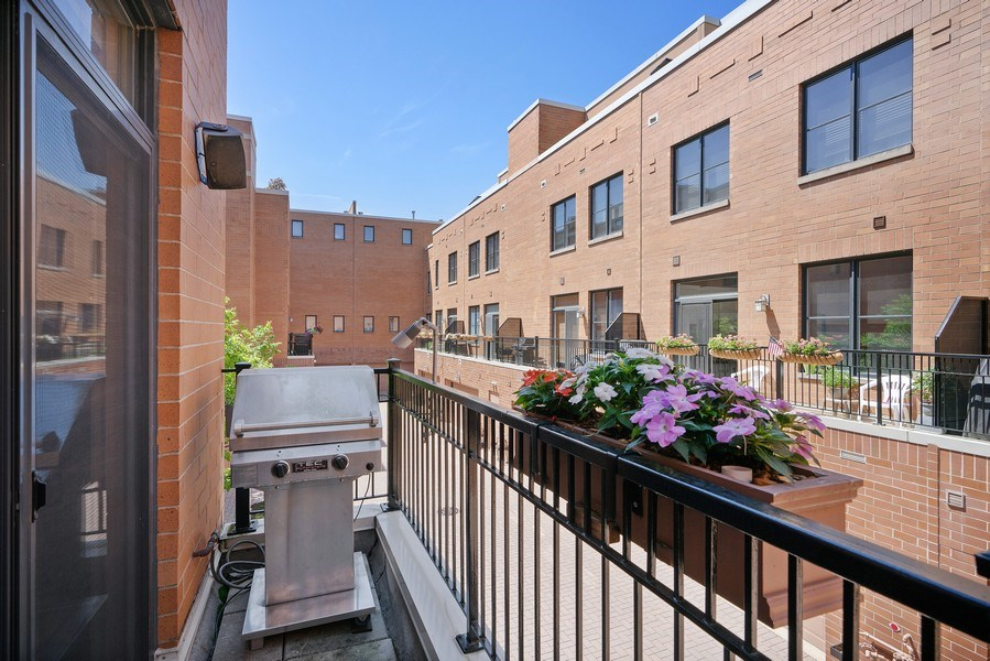 Real Estate Photography - 1117 W. Monroe St, #19, Chicago, IL, 60607 - Balcony