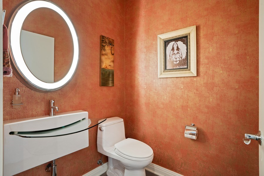 Real Estate Photography - 1117 W. Monroe St, #19, Chicago, IL, 60607 - Bathroom
