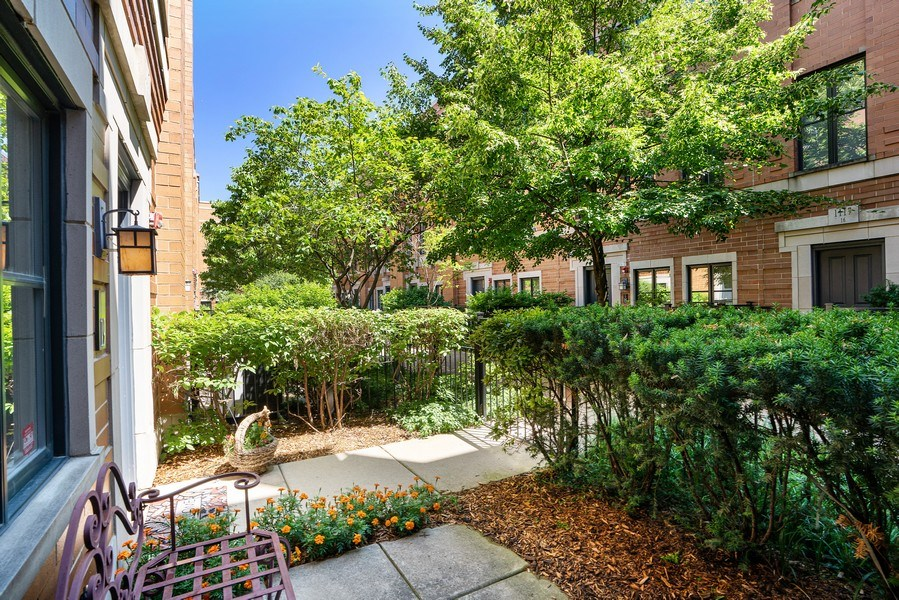 Real Estate Photography - 1117 W. Monroe St, #19, Chicago, IL, 60607 - Patio