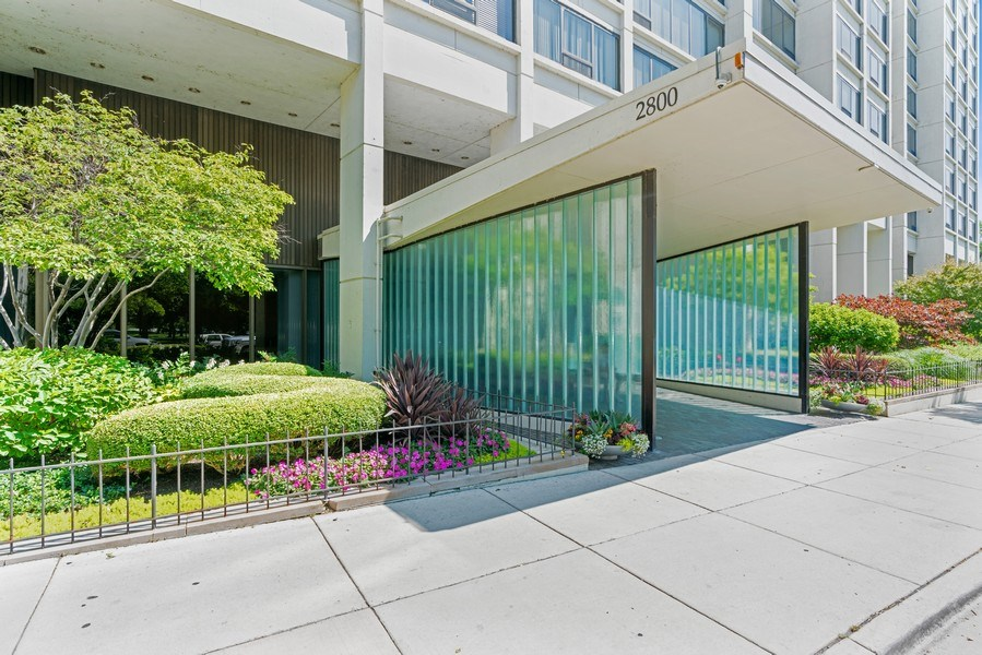 Real Estate Photography - 2800 N. Lake Shore Dr, #3401-3402, Chicago, IL, 60657 - Entryway