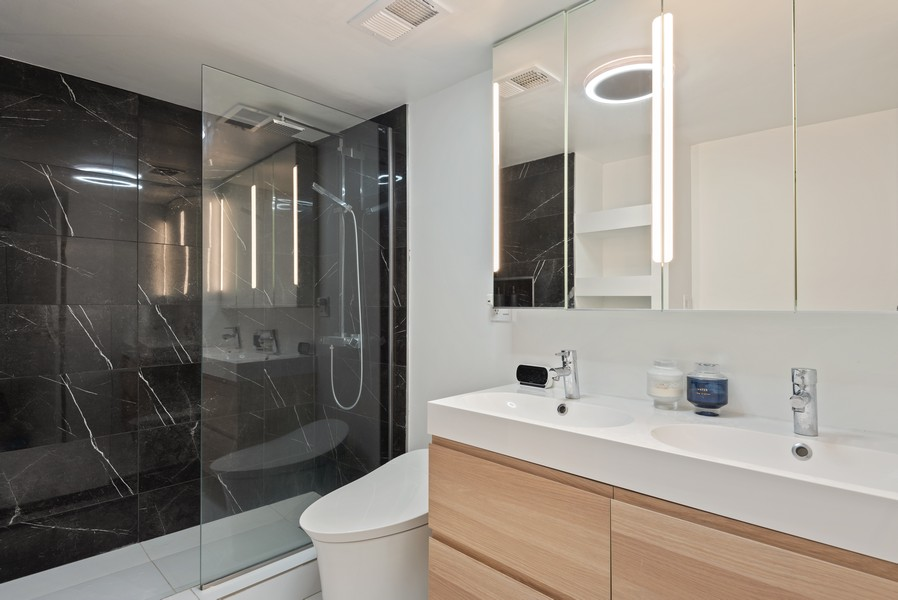 Real Estate Photography - 1414 Hinman, 3C, Evanston, IL, 60201 - Master Bathroom