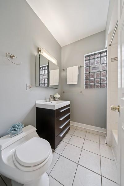 Real Estate Photography - 3623 N. Ashland, #2, Chicago, IL, 60613 - Bathroom