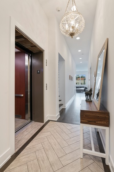 Real Estate Photography - 6 N. Throop St, #4S, Chicago, IL, 60607 - Foyer