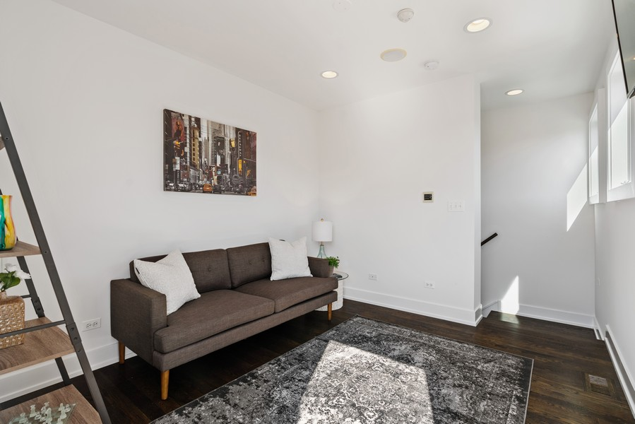 Real Estate Photography - 6 N. Throop St, #4S, Chicago, IL, 60607 - Office
