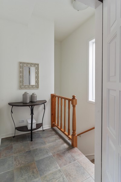 Real Estate Photography - 3139 N. Southport Ave, #PH, Chicago, IL, 60657 - Entryway