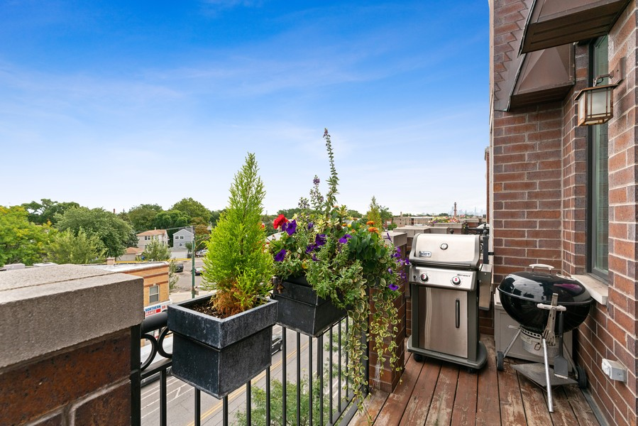Real Estate Photography - 4156 N. Elston Ave, #4N, Chicago, IL, 60618 - Balcony