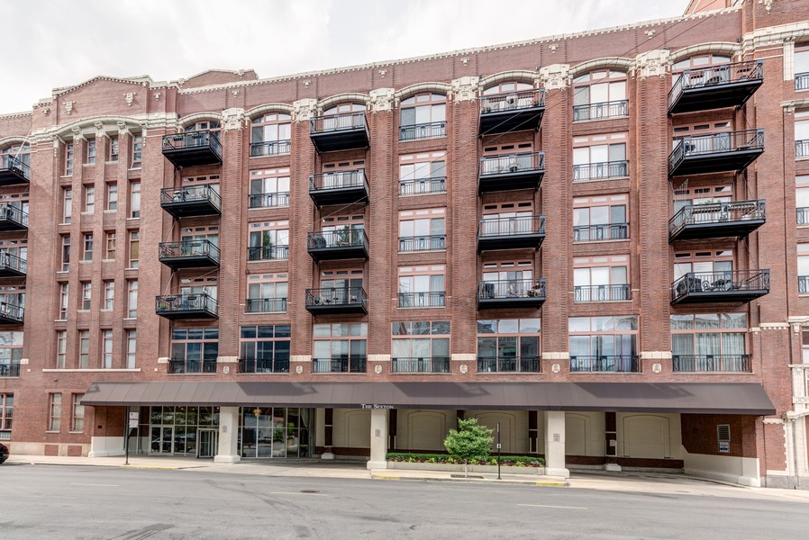 Real Estate Photography - 360 W. Illinois St, #213, Chicago, IL, 60611 -
