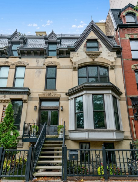 Real Estate Photography - 1914 N. Clark St, Chicago, IL, 60614 - Front View