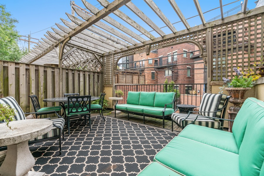 Real Estate Photography - 1914 N. Clark St, Chicago, IL, 60614 - Deck