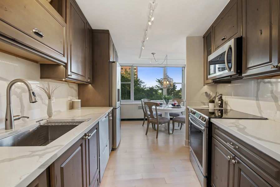 Real Estate Photography - 4250 N Marine Dr, Unit 401, Chicago, IL, 60613 - Kitchen