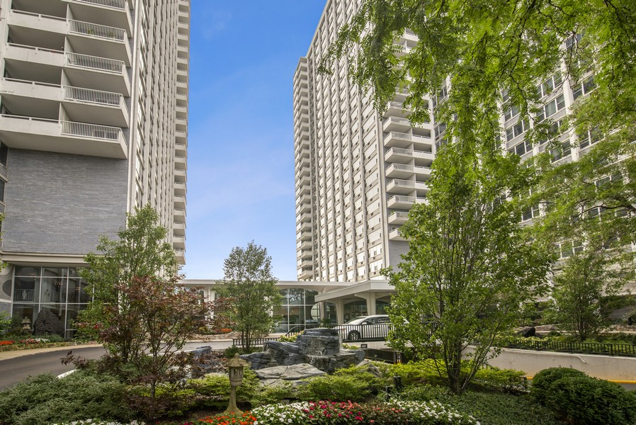 Real Estate Photography - 4250 N Marine Dr, Unit 401, Chicago, IL, 60613 - Front View