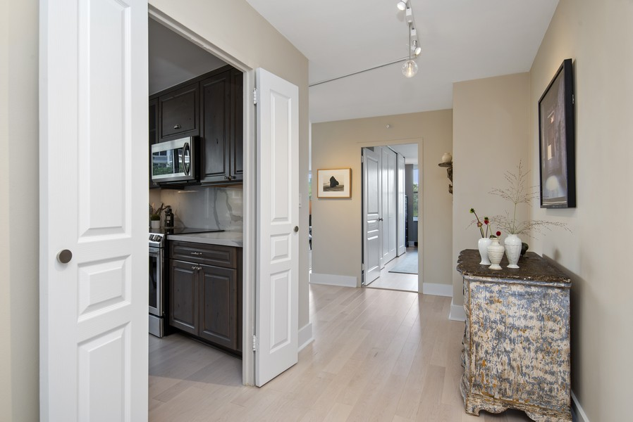 Real Estate Photography - 4250 N Marine Dr, Unit 401, Chicago, IL, 60613 - Hallway