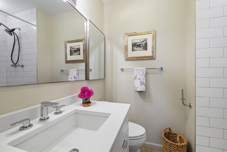 Real Estate Photography - 4250 N Marine Dr, Unit 401, Chicago, IL, 60613 - 2nd Bathroom