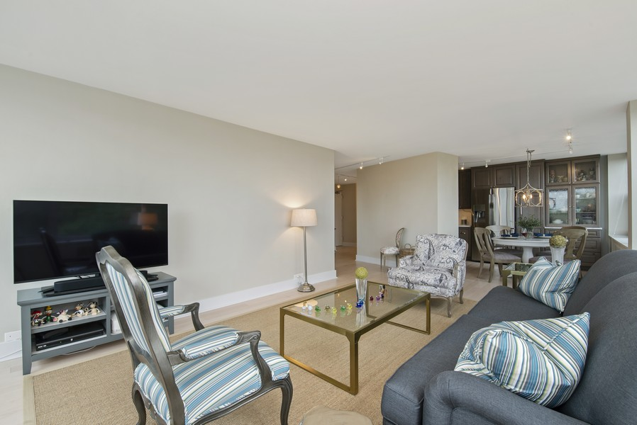 Real Estate Photography - 4250 N Marine Dr, Unit 401, Chicago, IL, 60613 - Living Room / Dining Room