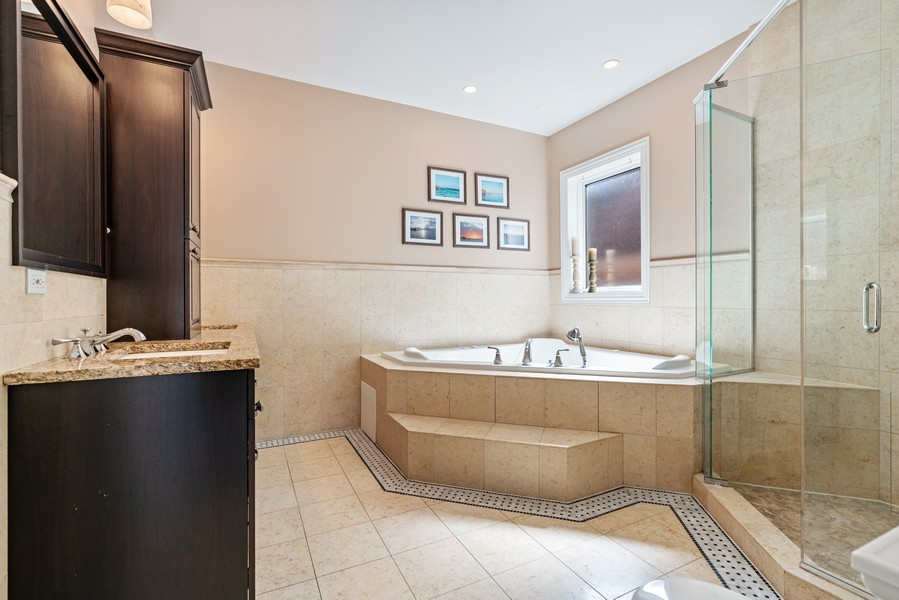 Real Estate Photography - 654 N. Oakley Blvd, Chicago, IL, 60612 - Master Bathroom
