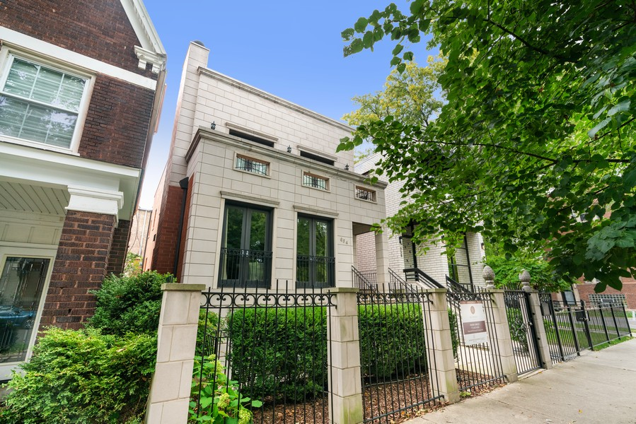 Real Estate Photography - 654 N. Oakley Blvd, Chicago, IL, 60612 - Front View
