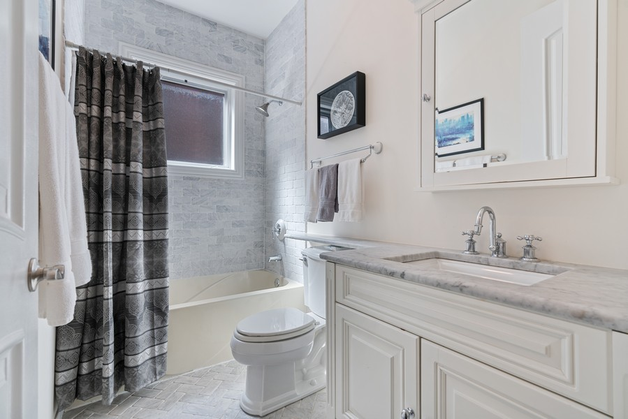 Real Estate Photography - 654 N. Oakley Blvd, Chicago, IL, 60612 - 2nd Bathroom